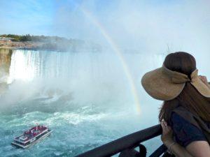 niagara-falls-boat-approaches-horseshoe-falls