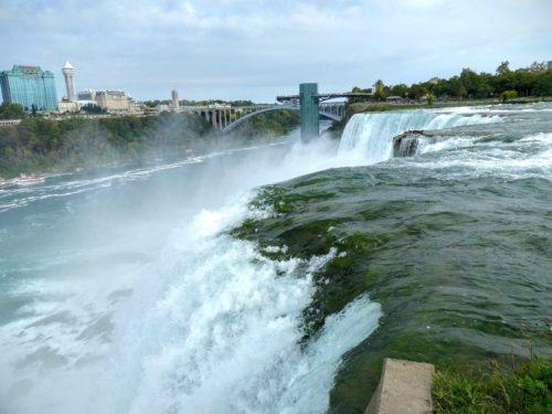 niagara-falls-ny-edge-of-american-falls